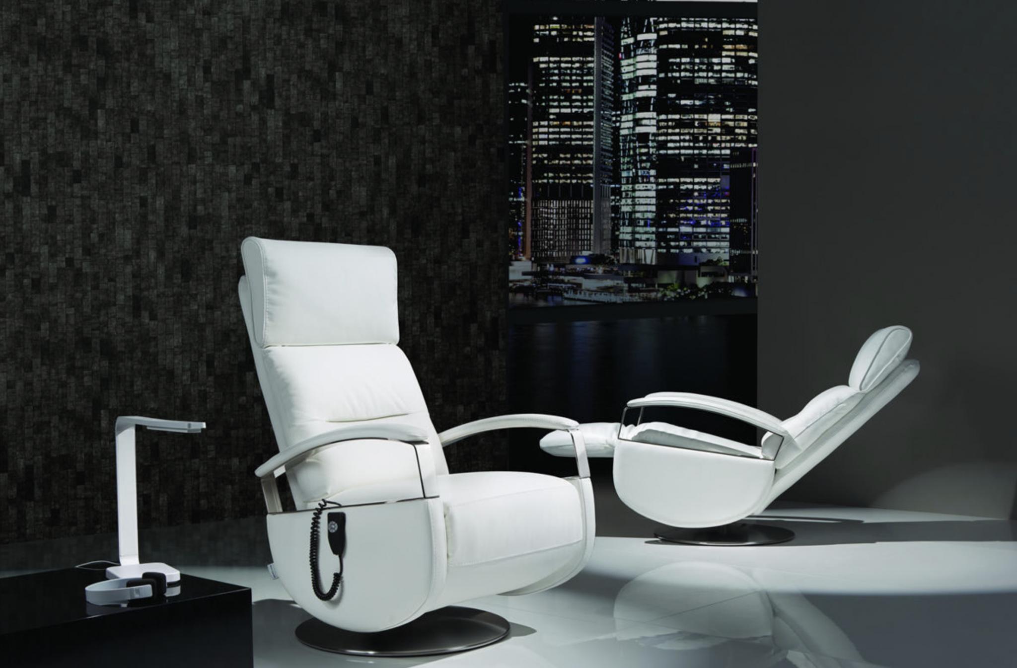 Copenhagen løftestol - hvid med læder til stuen